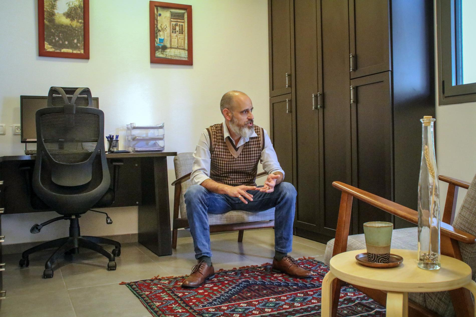 לירון ענבר: חדר משלו