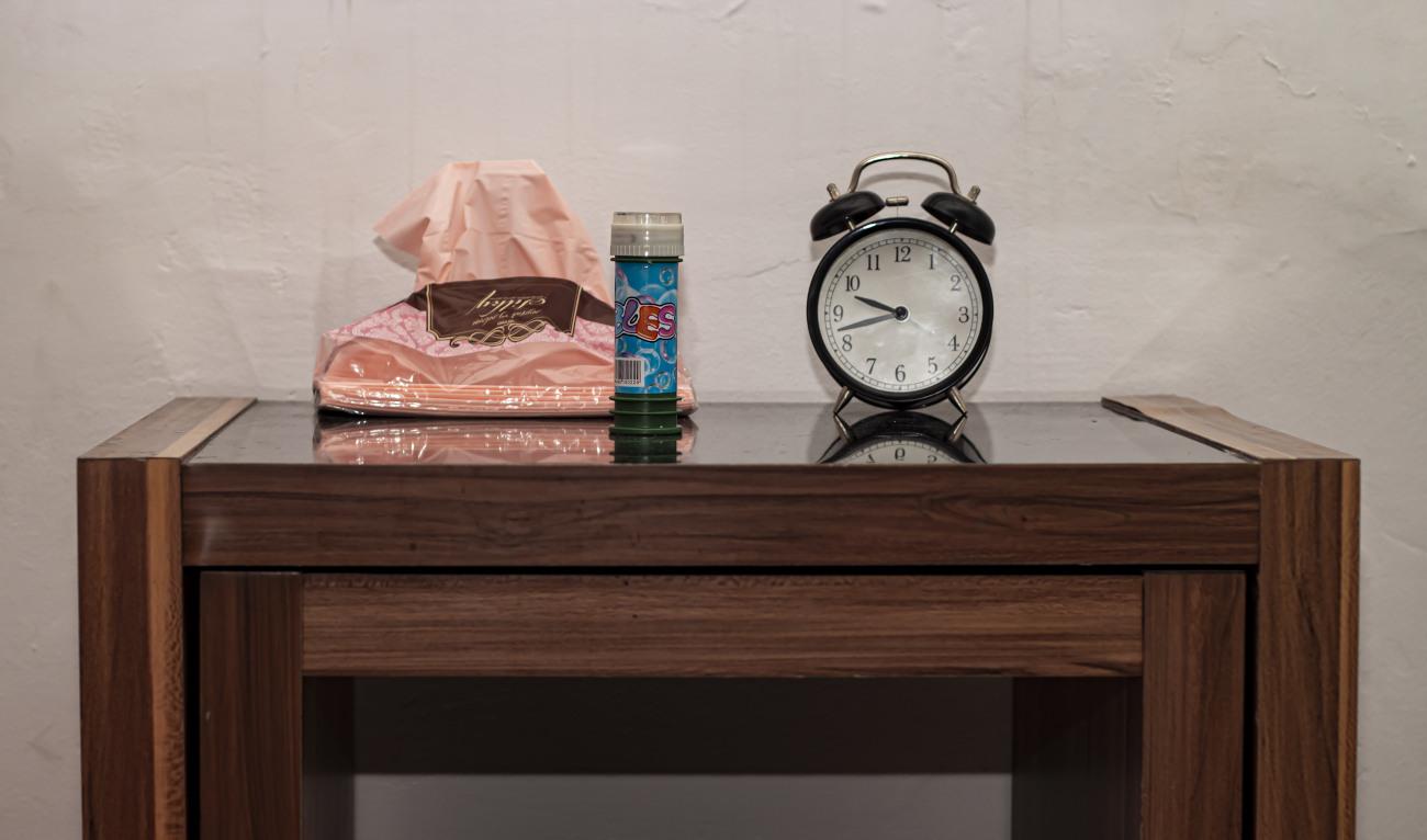 בועות סבון על השולחן